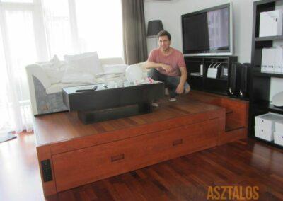 Nappali és hálószoba egy térben - Dobogó ágy (13)
