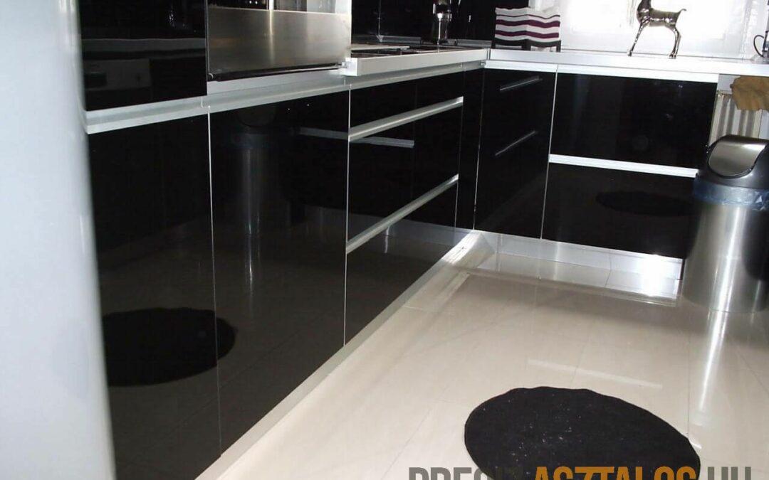 Akril konyhabútor egy luxus panellakásban